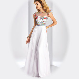 NWT White Clarisse Style 3050 Size 2
